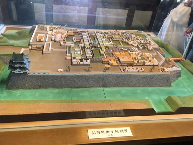 弘前城 全貌